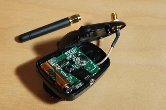 Modificación del transmisor con una antena más sensible y removible.